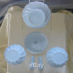 MNT+PRFVINTAGEc1954FENTONMILK GLASSSWIRLBLUE POWDERPERFUMECOLOGNEVANITY