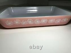 PYREX Flamingo PINK DAISY Space Saver 1-1/4 Qt Casserole Dish with Lid Vintage