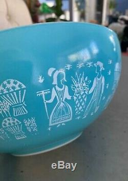 RARE Pyrex Amish, Butterprint Oddity Mixing Bowl 444 Girl On Left REVERSED