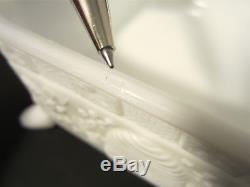 RARE Vtg TIARA INDIANA White Milk Glass SPLAYED FEET Covered HONEY BEE Dish Box