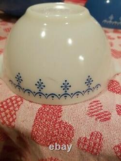 Vintage Pyrex Mixing Bowls Snowflake Garland, set of 4, blue and white