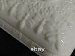 Vintage Tiara Indiana Milk Glass Honey Bee Box Splayed Foot Feet Candy Dish EXC
