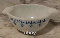 Vtg Pyrex Set of 3 Snowflake Blue White Garland Cinderella Nesting Mixing Bowls